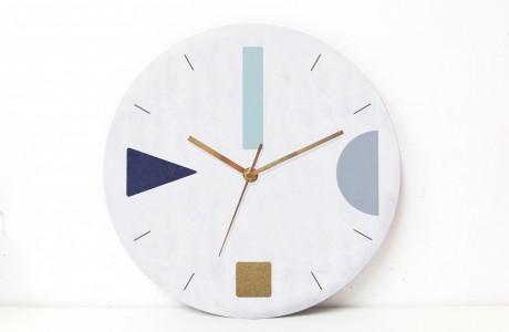 שעון קיר בהדפס גאומטרי מינימליסטי בגווני כחול אפור/שעון קיר לסלון//שעון קיר למשרד