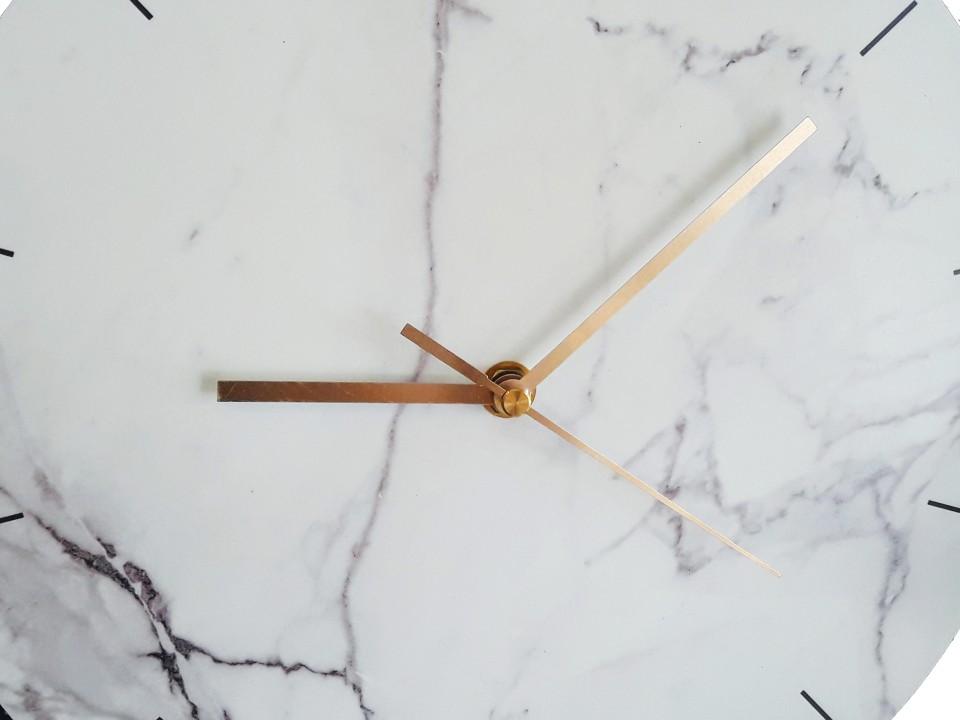 שעון קיר בעיצוב מנימליסטי/שעון קיר גדול לסלון/ עיצוב הבית/שעון קיר למשרד/ שעון דמוי שיש