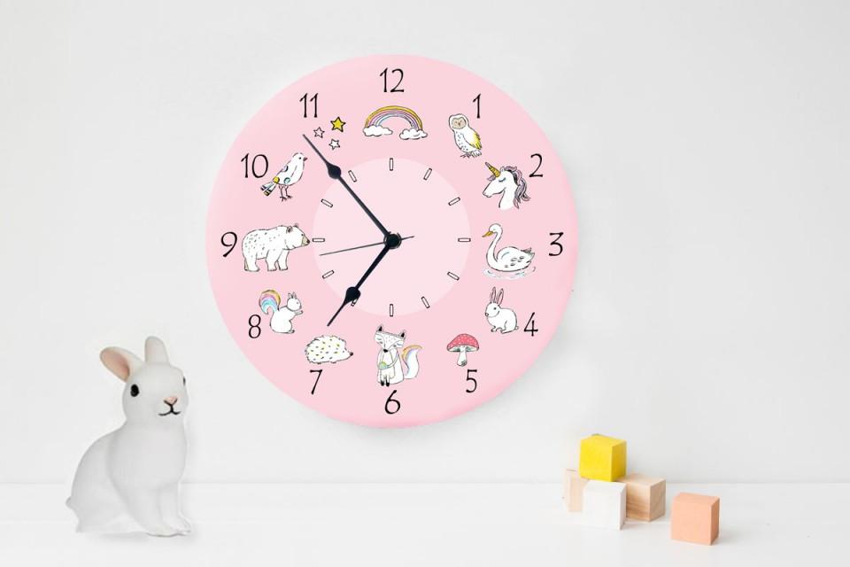 שעון קיר מעוצב לחדר ילדים/שעון עגול מעץ/ עיצוב חדרי ילדים/חיות מאוירות
