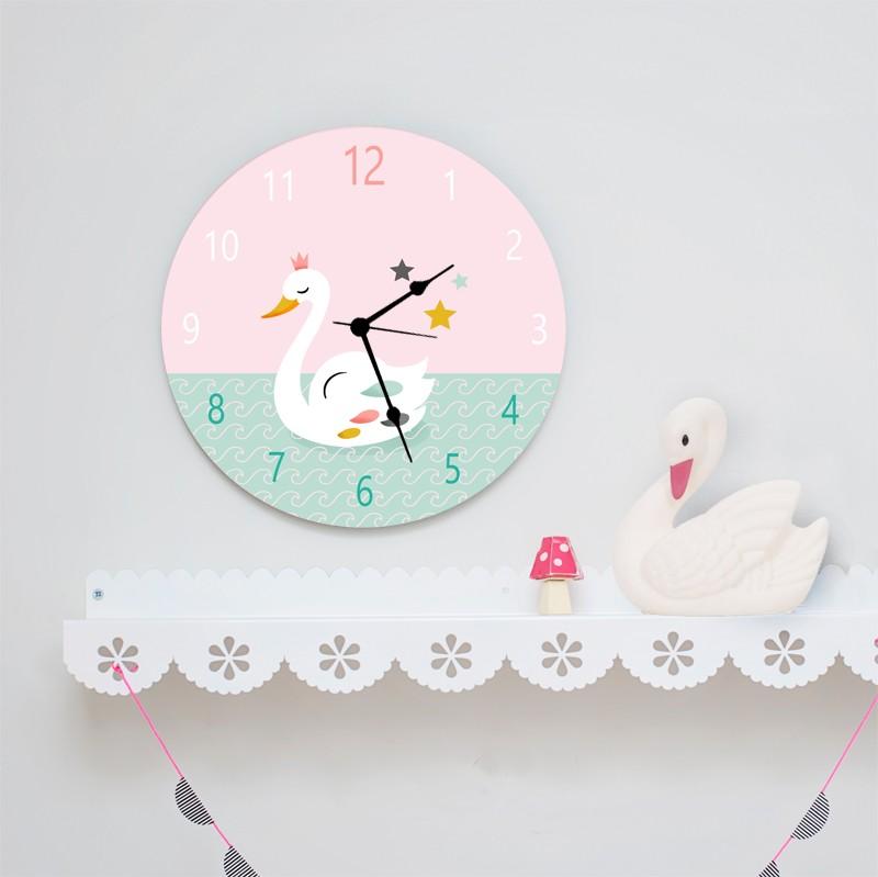 שעון קיר מעוצב לחדר ילדים/שעון עגול מעץ/ עיצוב חדרי ילדים/ורוד מנטה/ברבור לבן