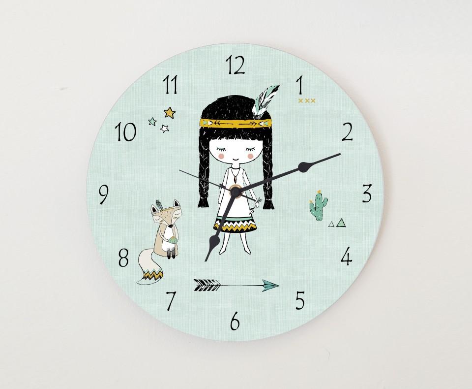 שעון קיר מעוצב לחדר של ילדה/שעון עגול מעץ/ עיצוב חדרבנות בהשראה אינדיאנית