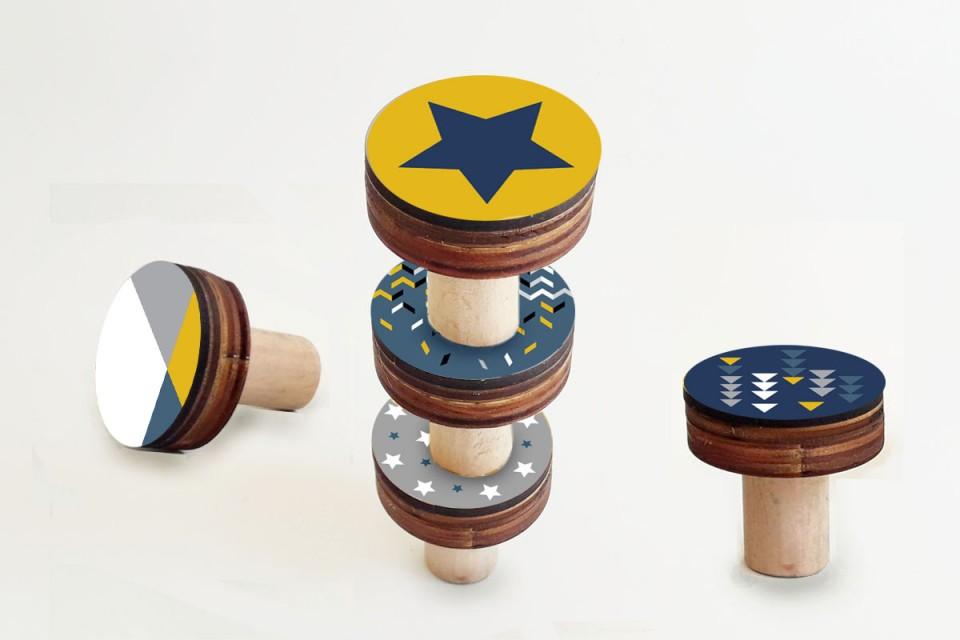 מתלי קיר לחדר ילדים/סט של 3-5 מתלים מעוצבים /מתלי קיר בעיצוב גאומטרי כוכבים בכחול וצהוב